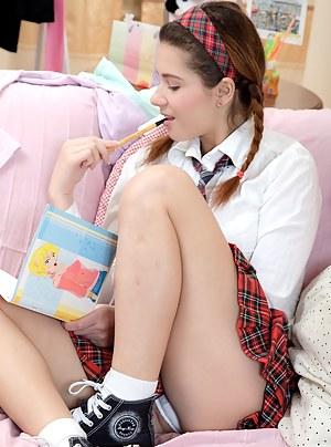 Free Teen Schoolgirl XXX Pictures