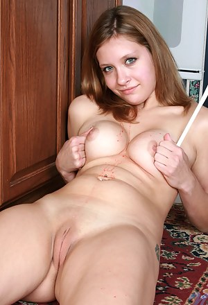 Free Teen Shaved Pussy XXX Pictures
