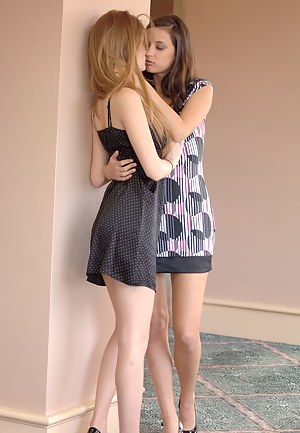 Free Lesbian Teen XXX Pictures